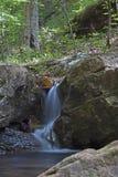 Wasserfall entlang Compton Trail-Kopf Lizenzfreie Stockfotografie