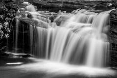 Wasserfall entlang dem Carreck-Nebenfluss Lizenzfreies Stockfoto