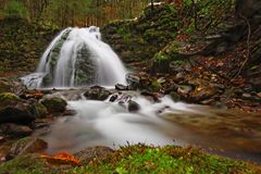 Wasserfall am Fall Stockfotos