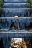 Wasserfall in Garten. Lizenzfreies Stockfoto