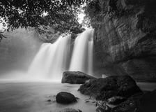 Wasserfall Haew Suwat in Nationalpark Khao Yai lizenzfreies stockbild