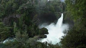 Wasserfall Huilo Huilo, Chile stock video