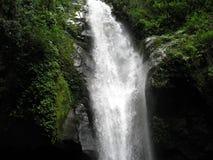 Wasserfall im Dschungel Lizenzfreie Stockfotografie