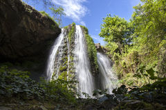 Wasserfall im Früjahr Lizenzfreies Stockfoto