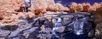 Wasserfall im Infrarot stockbild