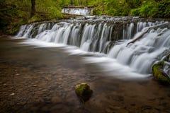 Wasserfall im Jura lizenzfreies stockfoto