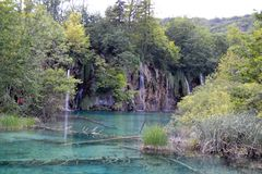 Wasserfall im Nationalpark, Kroatien lizenzfreie stockbilder