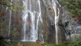 Wasserfall im Plitvice See-Nationalpark stock video footage