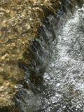 Wasserfall im Strom Stockfotos