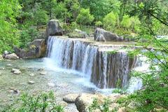 Wasserfall im Tal des blauen Mondes, Lijiang, China Lizenzfreie Stockfotografie