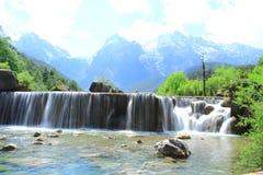Wasserfall im Tal des blauen Mondes, Lijiang, China Lizenzfreies Stockbild