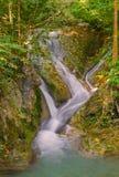 Wasserfall im tiefen Wald an Erawan-Wasserfall Nationalpark Lizenzfreie Stockfotos