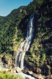 Wasserfall im Wulai Bezirk, Taiwan stockfotografie