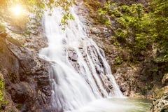 Wasserfall ist schön stockfotografie