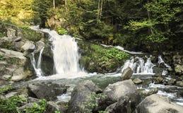 Wasserfall Kamenka lizenzfreie stockfotos