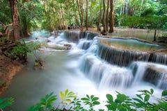 Wasserfall in Kanchanaburi-Provinz, Thailand Stockfoto