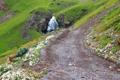 Wasserfall-mädchenhafte Borten zwischen den Bergen von Nord-Cauca Stockbilder