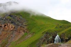 Wasserfall-mädchenhafte Borten zwischen den Bergen von Nord-Cauca Lizenzfreies Stockfoto