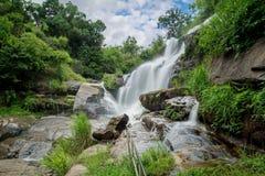 Wasserfall Mea Klang ist ein schöner Wasserfall in Chiang Mai, Thail Lizenzfreie Stockbilder