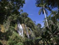 Wasserfall mit Pool Stockbilder