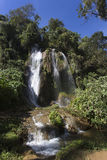 Wasserfall mit Pool Lizenzfreie Stockfotos