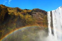 Wasserfall mit Regenbogen Lizenzfreies Stockfoto
