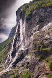 Wasserfall mit sieben Schwestern in Geiranger norwegen lizenzfreie stockfotos