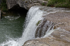Wasserfall nahe der Stadt Pazin Lizenzfreies Stockfoto