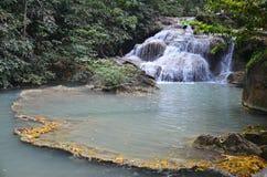 Wasserfall in Nationalpark Erawan Lizenzfreie Stockfotografie