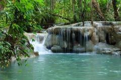 Wasserfall in Nationalpark Erawan, Niveau 5 Lizenzfreie Stockfotos