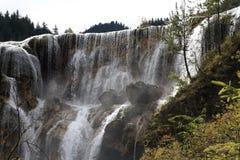 Wasserfall in Nationalpark Jiuzhaigou Stockbild