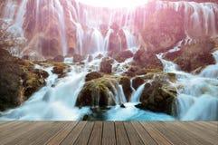 Wasserfall in Nationalpark Jiuzhaigou, China lizenzfreie stockfotos
