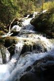 Wasserfall in Nationalpark Jiuzhaigou von Sichuan China Stockfotos