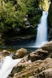 Wasserfall in Neuseeland stockfotos