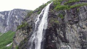 Wasserfall in Norwegen stock video footage