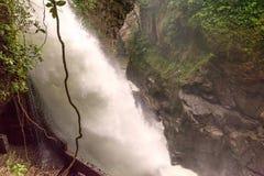 Wasserfall Pailon Del Diablo, Ecuador stockfotos