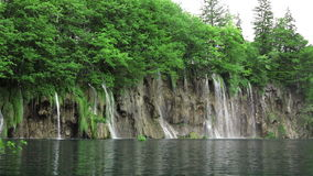 Wasserfall Plitvice im Nationalpark stock video footage
