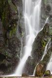 Wasserfall am Sao Miguel Island) Lizenzfreie Stockbilder