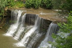 Wasserfall, scharfes Wasser   Lizenzfreie Stockfotografie