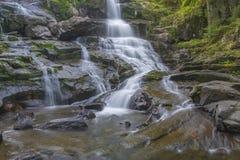 Wasserfall in Schwarzweiss Lizenzfreies Stockfoto