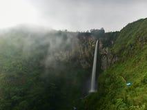 Wasserfall Sipisopyso auf dem See Toba u. x28; Sumatra, Indonesia& x29; Lizenzfreie Stockbilder