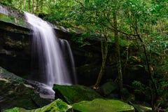Wasserfall Tham Yai Lizenzfreie Stockfotos
