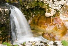 Wasserfall und Abnutzung lizenzfreies stockfoto