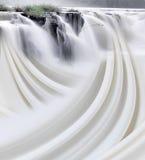 Wasserfall und abstrakter Strom lizenzfreie stockfotografie