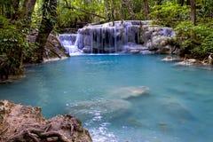 Wasserfall- und Bachstein Stockbild