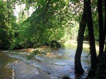 Wasserfall und Becken von Baume les messieurs in Frankreich Stockfotos