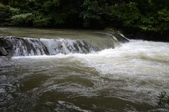 Wasserfall und Dampf Stockfoto