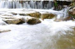 Wasserfall und Dampf Stockbild