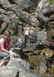 Wasserfall und die Dame! Stockbild