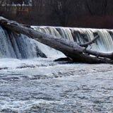 Wasserfall und ein harter Platz Stockfoto